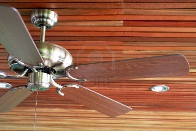 7520634-ceiling-fan-in-a-old-wooden-house