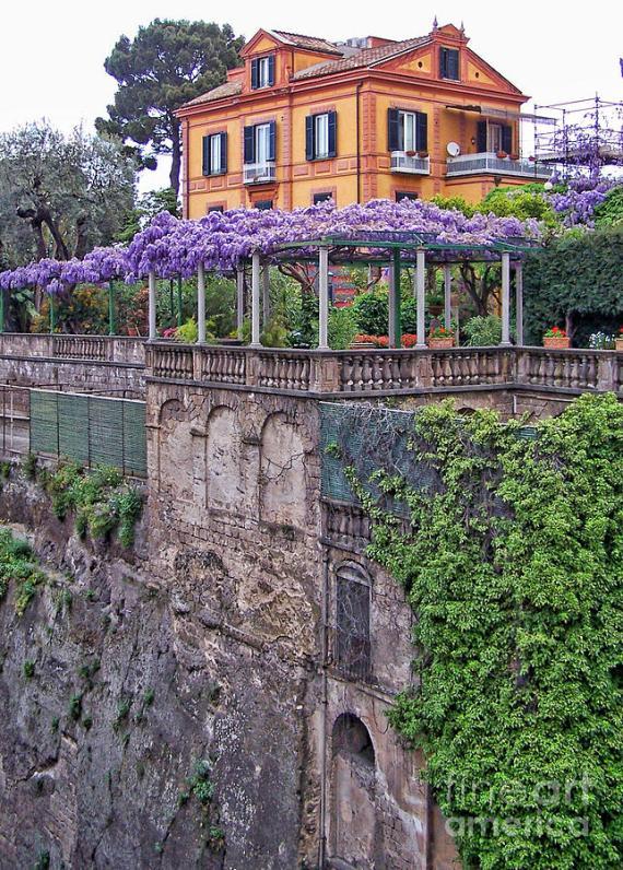 italian-house-with-wisteria-vine-jack-schultz