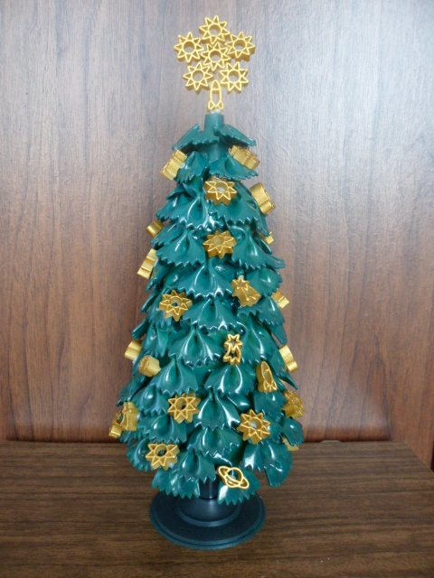 diy-tabletop-tree-christmas-gold-ornaments-ribbons