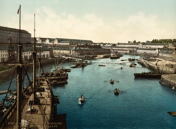 Flickr_-_…trialsanderrors_-_Port_Militaire_from_swing_bridge,_Brest,_France,_ca._1895